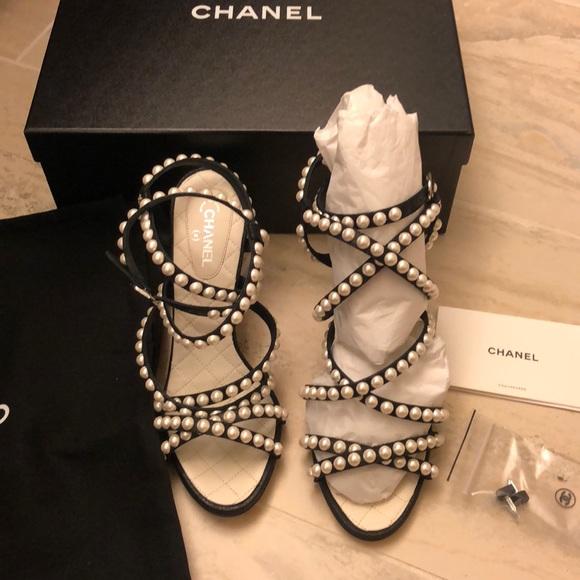 d4a9fce4e587 Chanel pearls sandals